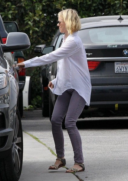 More Pics of Naomi Watts Button Down Shirt (1 of 14) - Naomi Watts Lookbook - StyleBistro