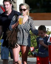 Jamie Lynn Spears shaded herself from the sun with brown wayfarer sunglasses.