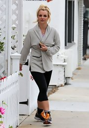 Britney headed to the gym in not only her gym gear but a gray robe as well.