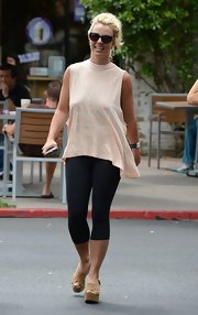Britney balanced out an oversize tee with a pair of skinny leggings.