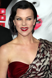 Debi Mazar paired her retro waves with sultry red lips. By opting for little to know bronzer and lightly lined eyes, Debi allowed her lips to shine!