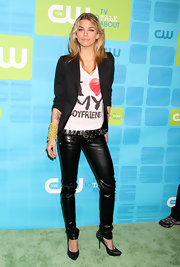 AnnaLynne went for a rock-flam look in a pair of leather skinny pants and sexy, studded pumps. Hot!