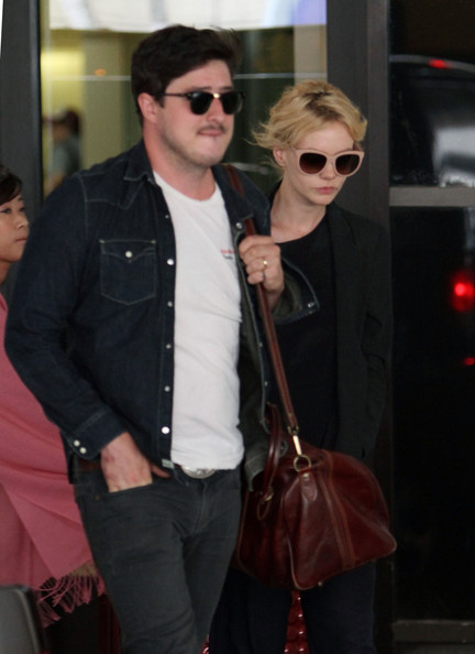 More Pics of Carey Mulligan Oversized Sunglasses (1 of 24) - Oversized Sunglasses Lookbook - StyleBistro