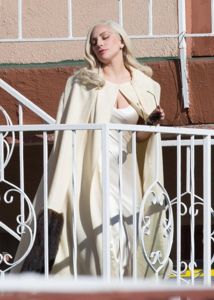 More Pics of Lady Gaga Leather Gloves (5 of 60) - Leather Gloves Lookbook - StyleBistro []