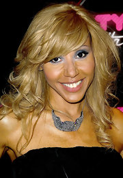 Cathy Guetta spiced up her bare neckline with a chain embellished neckalce.
