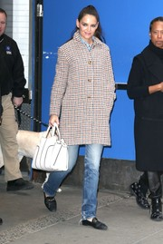 Katie Holmes accessorized with a stylish white leather tote by Tod's.