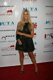 Denise Richards is famous for her amazing, full blonde hair.
