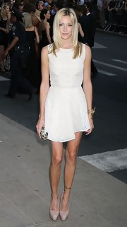 Katie Cassidy opted for a classic look at the 2011 CFDA Awards in nude patent Maniac pumps.