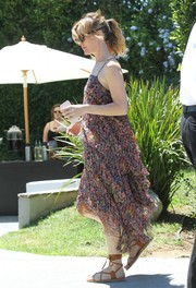 Leslie Mann went for a breezy boho vibe in this layered print dress during the Day of Indulgence Summer Party.