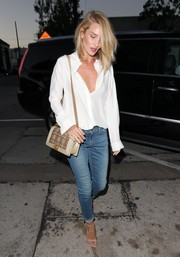 Rosie Huntington-Whiteley styled her mannish outfit with a chic chain-strap bag by Chanel.