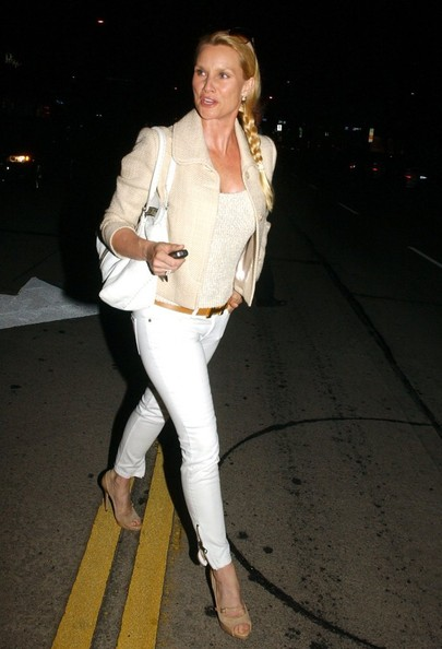 More Pics of Nicollette Sheridan Skinny Pants (1 of 4) - Skinny Pants Lookbook - StyleBistro