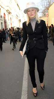 Anna dons black equestrian pants for the Dior fashion show in Paris.