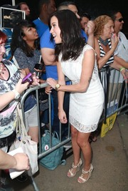 Kaitlyn interacted with fans at Good Morning America. She was wearing a gold watch with white face.