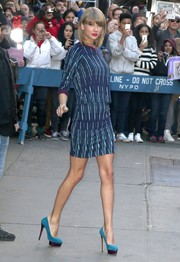 Taylor Swift dropped by 'Good Morning America' wearing a patterned blue crewneck sweater.