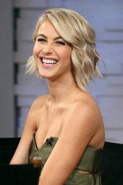 Julianne Hough was stylishly coiffed with short, piecey waves while visiting 'Good Morning America.'