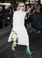 Naomi Watts added a bright pop with a pair of turquoise platform sandals.