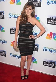 This ornately striped one-shoulder dress looked fierce on Lindsay Price.
