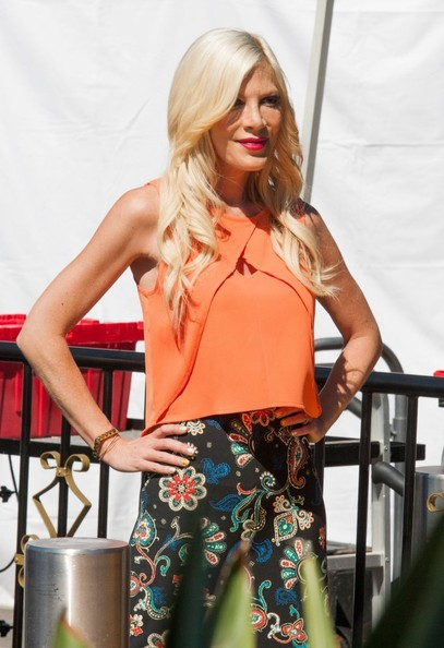 More Pics of Tori Spelling Long Wavy Cut (1 of 23) - Long Hairstyles Lookbook - StyleBistro