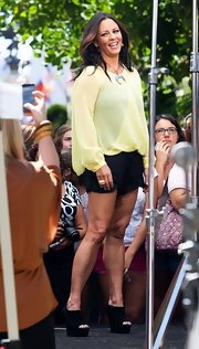 Sara stuck to crisp black shorty shorts for look while appearing on 'Extra.'