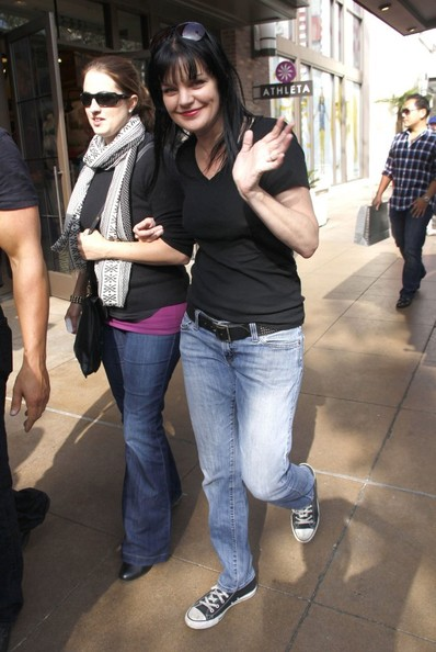 More Pics of Pauley Perrette V-Neck Tee (1 of 20) - Pauley Perrette Lookbook - StyleBistro