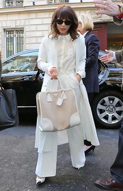 Noomi Rapace teamed her all-white outfit with an oversized Prada tote when she attended the 'Prometheus' Paris premiere.