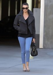 Charlize paired her buzz cut and leather jacket with pale lavender capris, giving her edgy look a little feminine flair.