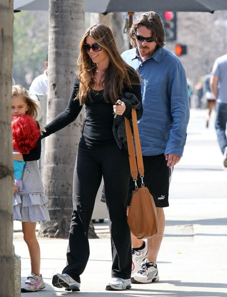 Sibi Blazic accessorized her casual get-up with a mustard leather shoulder bag during a lunch date with her family.