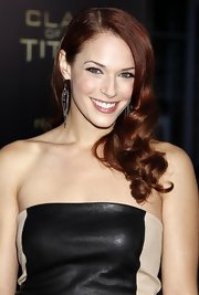 "The stunning Amanda Righetti donned sexy waves at the Clash Of The Titans"" premiere. Her fiery red locks looked great against her fair skin-tone."