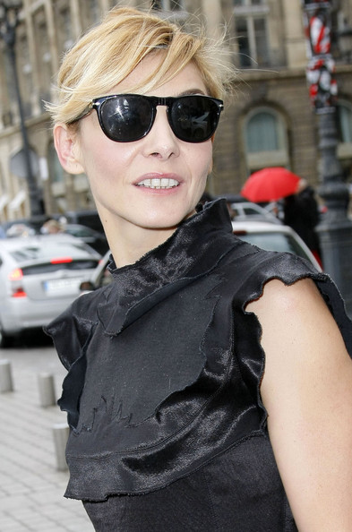 Clotilde Courau Round Sunglasses