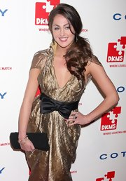 Roxy Olin showed off her gold bow-embellished dress, which she paired with a simple black clutch.