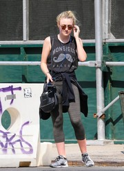 Dakota Fanning teamed her top with a pair of gray leggings.