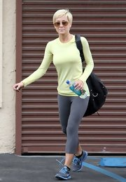 Kellie Pickler chose these gray cropped leggins for her rehearsal look on 'Dancing With the Stars.'