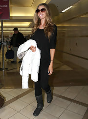 Denise Richards looked comfortable yet polished in an all black travel ensemble.