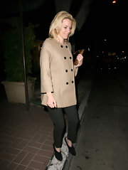 Elizabeth Banks went out for dinner in West Hollywood wearing a pair of cropped black trousers paired with black suede heeled booties.