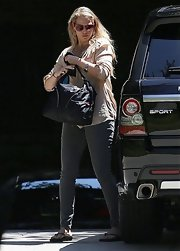 Elizabeth Berkley took her son to a baby class and carried her necessities in a large leather tote.