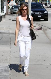 Ellen's loose tank gave her a more airy look while hitting the streets in Cali.