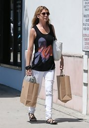 Ellen paired her printed tank with white jeans for a simple daytime look.
