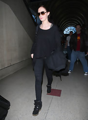 Emily Blunt traveled in an all-black ensemble, opting for cool black sneakers.