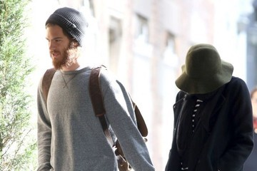 Emma Stone Andrew Garfield Emma Stone and Andrew Garfield Hold Hands