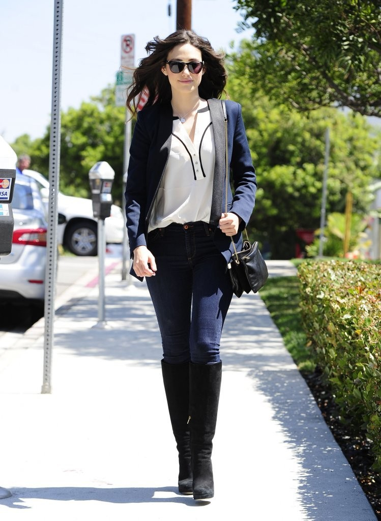 Emmy Rossum Runs Errands in Brentwood