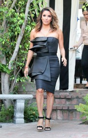Eva Longoria complemented her chic dress with black evening sandals by Alaia.