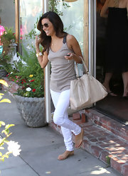 Perfect for a summery day hopping around town, Eva Longoria wore crisp Henry & Belle white skinny jeans while running errands.