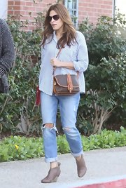Eva Mendes gave a prim and polished button-down a dose of urban-cool by pairing it with ripped boyfriend jeans.