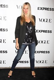Model Molly Sims paired her cool blazer with a sequin blue top.