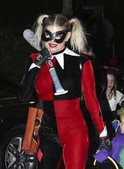 Fergie styled her Harley Quinn costume with a pair of fingerless leather gloves by Chanel.