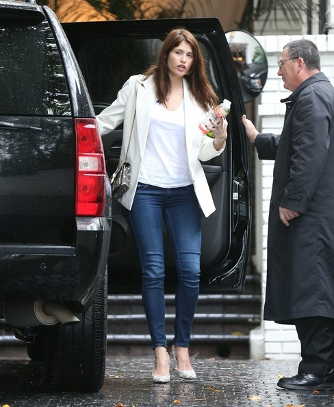 More Pics of Gemma Arterton Skinny Jeans (3 of 11) - Skinny Jeans Lookbook - StyleBistro