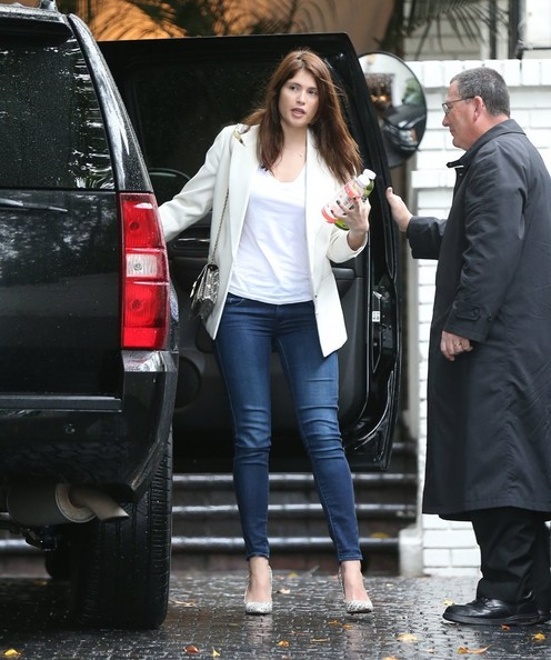 More Pics of Gemma Arterton Skinny Jeans (2 of 11) - Skinny Jeans Lookbook - StyleBistro
