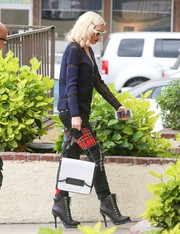 Gwen Stefani carried a white chain strap bag in a boxy shape to her acupuncture appointment.