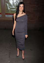 Lisa Ling wore a dark grey asymmetrical ruched number with a hip midi-length at the Glamour Women of the Year Awards.