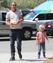 Gavin Rossdale traded in his ripped jeans and leather pants in favor of a more traditional pair of classic jeans.